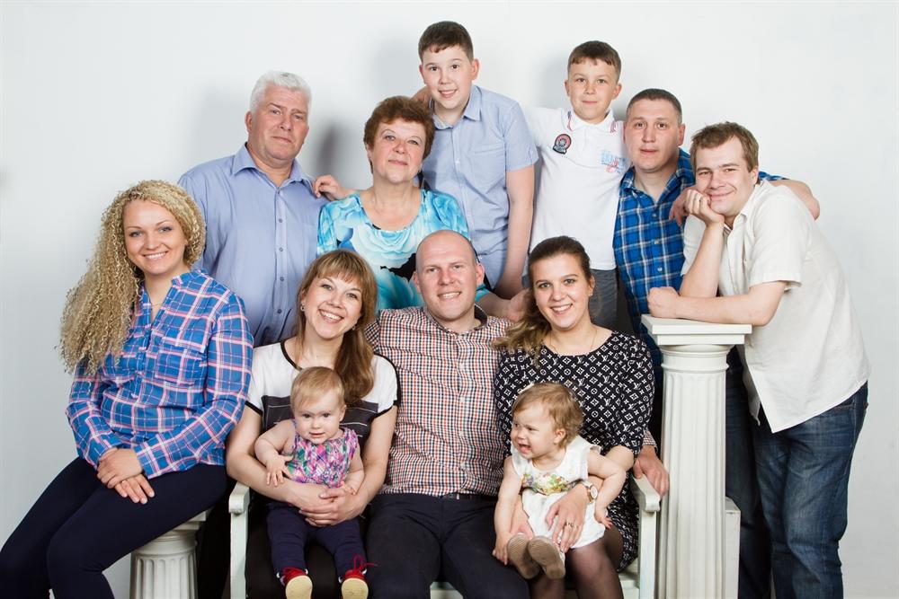 Картинки с семьей из нескольких людей